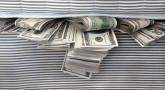 Le lit rempli de billets - Celui qui donne, reçoit !