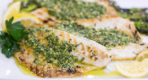 Recette : Filets de bar marinés à la sauce verte